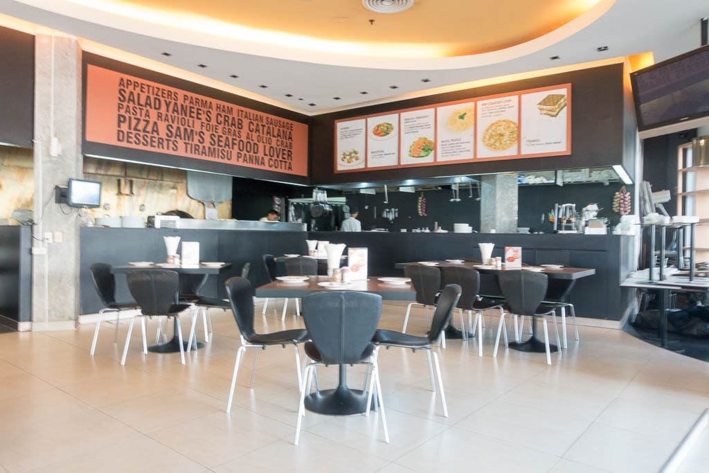Photo of interior of restaurant, Pizza Pizza by Yanee in Pattaya Thailand