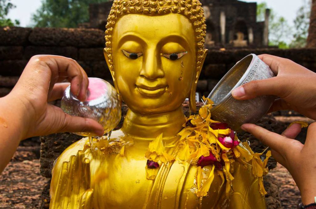 Songkran, Water being poured on Buddha statue